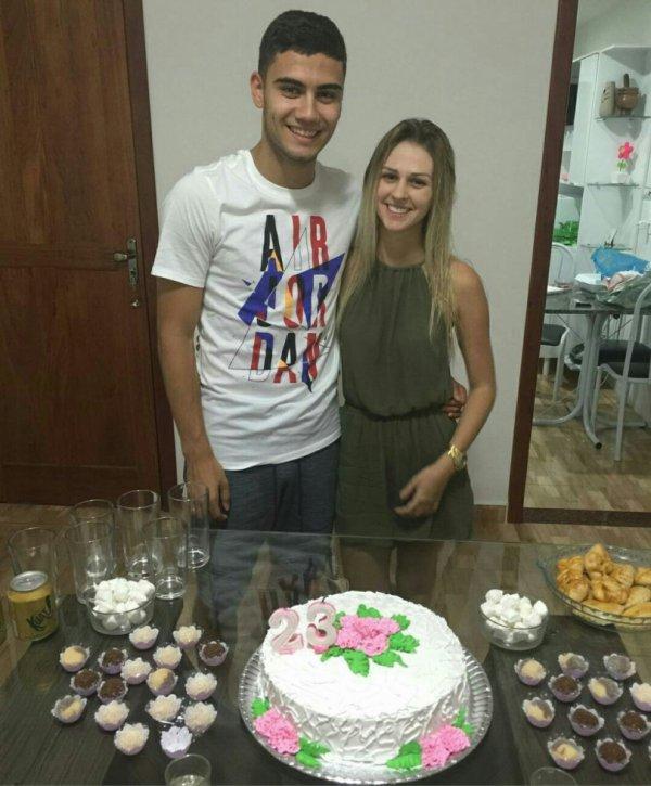 Andreas Perreira fête l'anniversaire de sa copine Amanda qui fête ses 23 ans