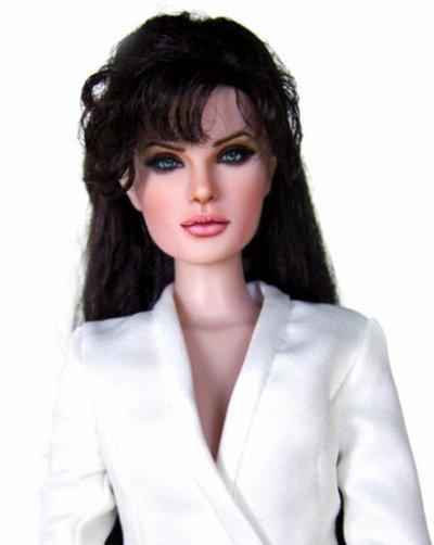 Angelina Jolie en poupée???