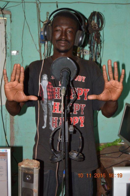 10-novembre 16 dj solidari dans 1 studio a zegoua frontiere mali cote divoire