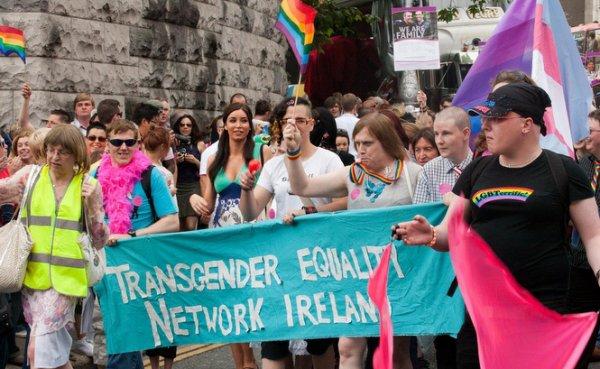 Irlande: vers un changement d'état civil libre pour les trans'?