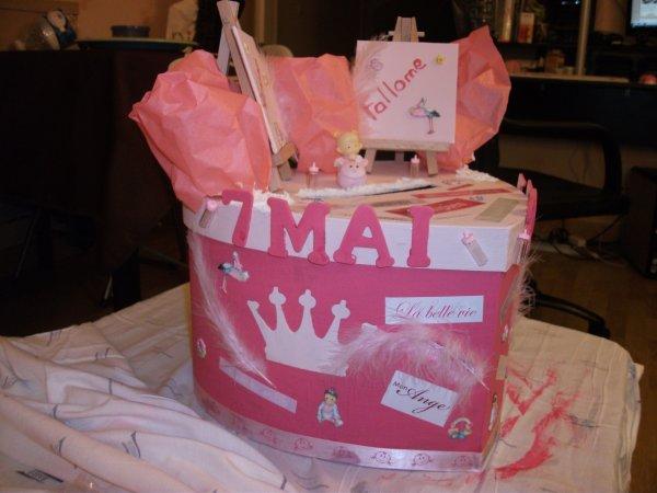 La boîte que j'ai faite qui servira a mettre les enveloppes :)