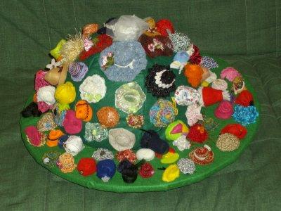 Et enfin voila le chapeaux géant avec ces 100 chapeaux miniature
