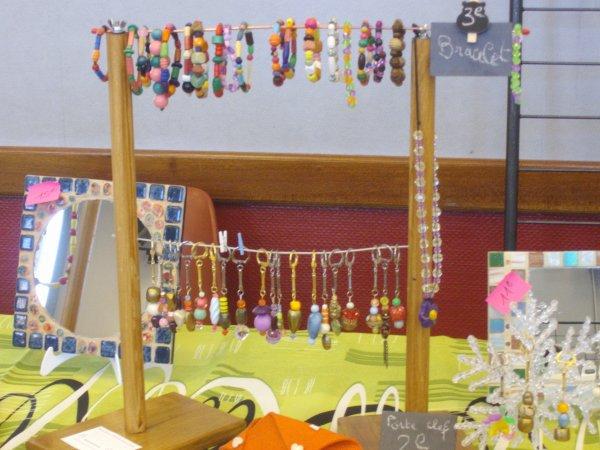 bracelets colliers porte clés boucles d'oreille.et mosaiques.