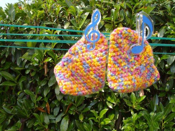 Je fait aussi des créations au rochet chaussons pour bébé