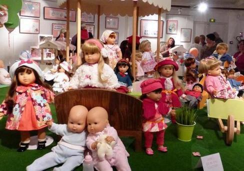 Langeais Indre-et-Loire - Langeais - Langeais Cinq cents poupées à l'espace de la Douve  30/10/2013 05:31