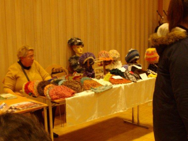 Exposition lors de l'assemble générale des jardiniers le 19 janvier 2014  vente de mes bonnets fait au crochet modèles uniques
