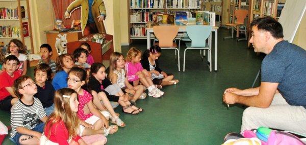 Bibliothèque, Yann Dégruel à la rencontre des élèves du primaire.
