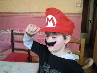 Prince Tristan en Mario !       Adorable Tristan !