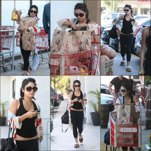 Tuesday, September 27th ; Vanessa faisant quelques amplettes à Trader Joe's à Los Angeles.