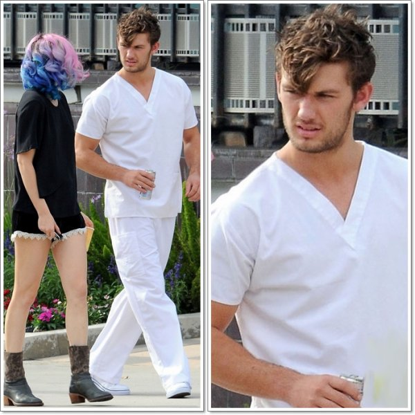 Friday, September 30th ; Alex tout de blanc vêtu sur le set de Magic Mike. ( Avec une certaine Riley Keough )