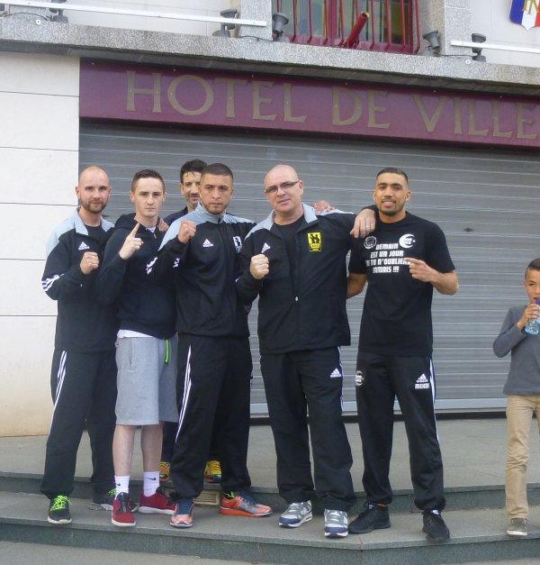 pesée des boxeurs pros au café de la mairie à pecquencourt le 22 mai 2015 / PARIGO/COCO et barté