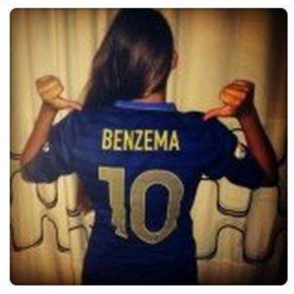 "Rihanna console son ""bébé""... Benzema !"