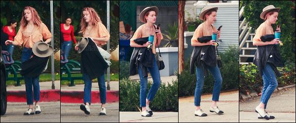 02/11/17 - Amber Heard a été aperçue, de nouveau, se rendant chez un ami dans Los Angeles, - en calif. Mon dieu Amber tes cheveux ! On dirait bien que y'a eu un petit soucis capillaire, qui a été vite caché sous un chapeau, on a eu chaud !