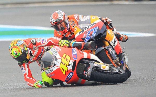Strike de Rossi sur Stoner à Jerez..