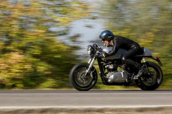 Thruxton cafe racer..., less is more