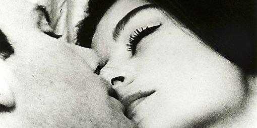 ma vie mon amour j'adore me blottir dans tes bras doucement tendrement me coller entre ton corps qui me réchauffe chaque instant et passionnément j'y dépose un doux baiser de toi ma vie