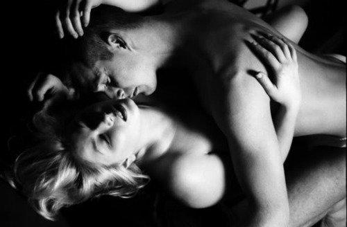 savoir aimer avec le c½ur écrire ton nom dans toute sa splendeur l'amour véritable se représente avec ardeur l'amour c'est ce boom que fait mon c½ur dans tes yeux de velours allument cette lueur ornée de plaisir de l' amour enchanteur mon c½ur explose en millions de fleurs bicolores rose d'amour à médiane violettes de tendresse satin de douceur pour nous faire partager ce bonheur je m'engage a  t'aimer