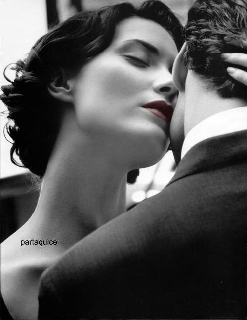 je prendrais un billet d'amour pour un séjour autour de ton c½ur, j'apporterais une fleur pour te chanter chaque jour avec le tambour de mon c½ur qui bat toujours pour te dire que je t'aime sans détour.