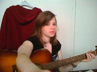 I <3 playin' guitar ^^