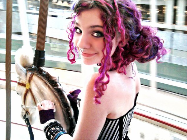 I LOVE CAROUSELS ! They make me smile really big ^_^