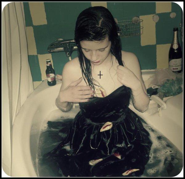 J'prend des bains habiller et alors sa fait quoi (a) ┼ Adoore you- Lil rain. ♥♥♥♥♥♥♥♥