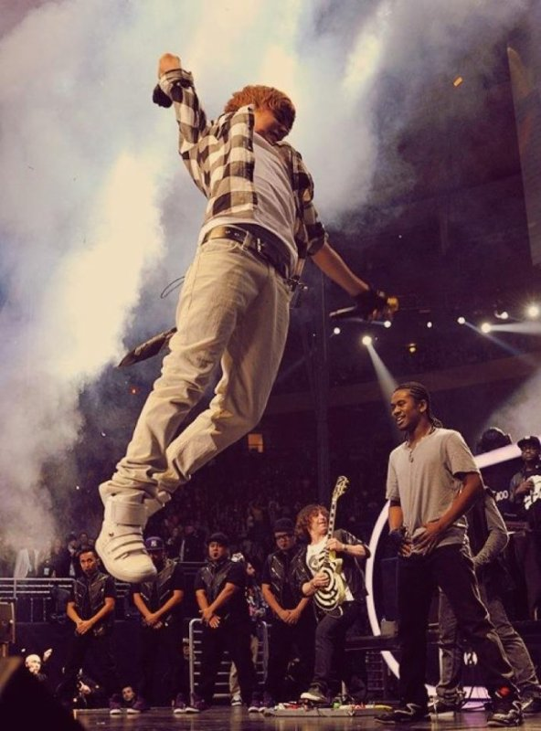 Le-Bieber  fête aujourd'hui ses 21 ans, pense à lui offrir un cadeau.Hier à 00:00