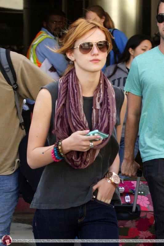 Bella a l'aéroport de LAX le 26/11/12 .