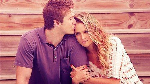 C'est quand même fou d'être fanatique d'une histoire d'amour, qui n'est pas la sienne.