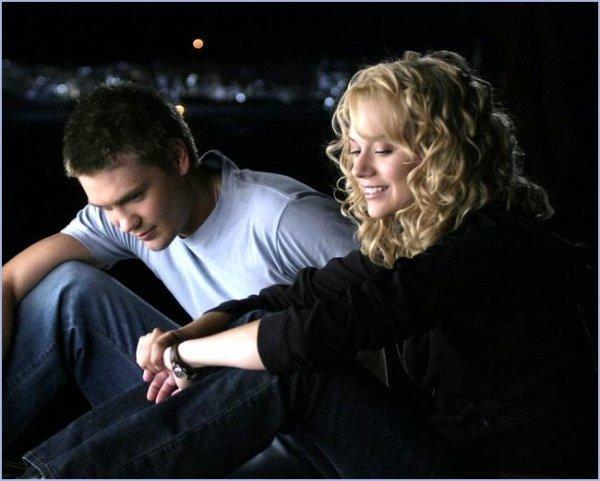 « Je voulais que tu me prouves que tu tenais à moi, je voulais que tu me dises que j'étais la seule qui te plaisait et que tu préférais passer le reste de ta vie tout seul plutôt qu'avec une autre fille que moi. Je voulais retrouver le Lucas qui m'avait dit un soir à la plage qu'il serait toujours là pour m'aider.» B.Davis
