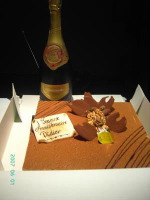 mon gateau d anniversaire et ma bouteille de champagne demoiselle