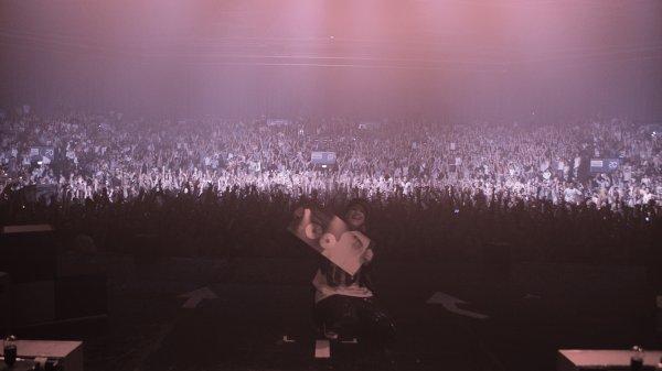 """Souvenir du Zénith de Paris avec le double disque de platine pour l'album """"SOS"""" ! Tout ça, grâce à vous !!!"""