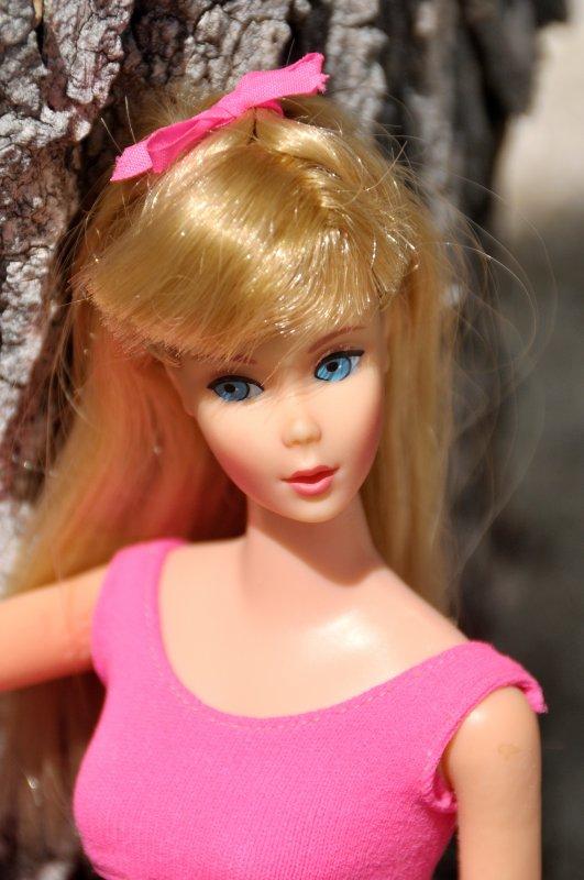 sous le soleil aujourd'hui c'est Barbie new standard réf:1190 de 1967 a 1969 avec son joli maillot de présentation