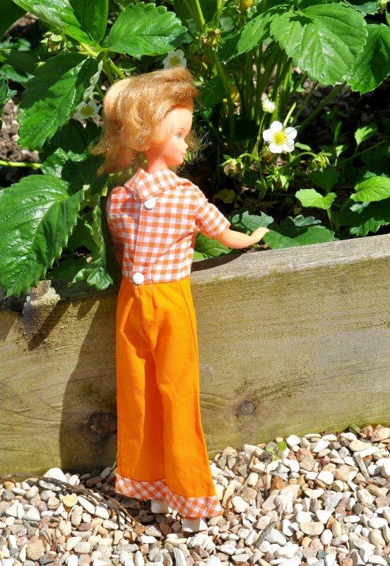 voici un jolie bellita avec une combinaison pour Tressy periode 70 elle existe en jean's aussi avec les revers écossais