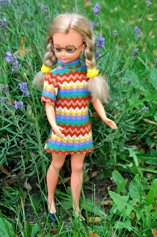 de retour apres une petite pause avec des courtes  vacances en Lorraine  et pour le retour c'est avec ma nouvelle Many de chez bella  1969/ 1970 j'adore cette miss !