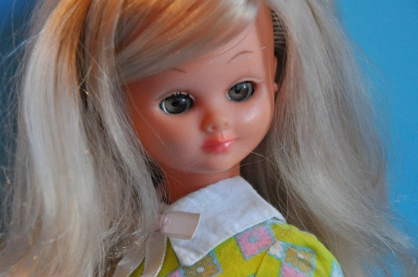 bonne semaine avec Many de bella période 1969/1970  ici elle porte sa robe d'origine