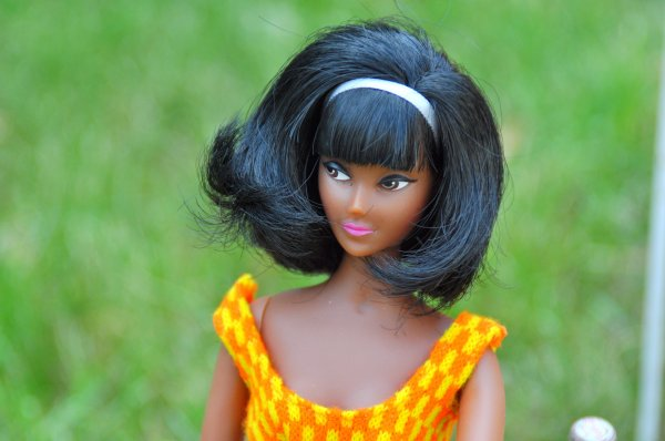 après les jolies toilettes de miss Cathie de Bella cette semaine voici la belle Anouk (Caprice) de Nav son créateur