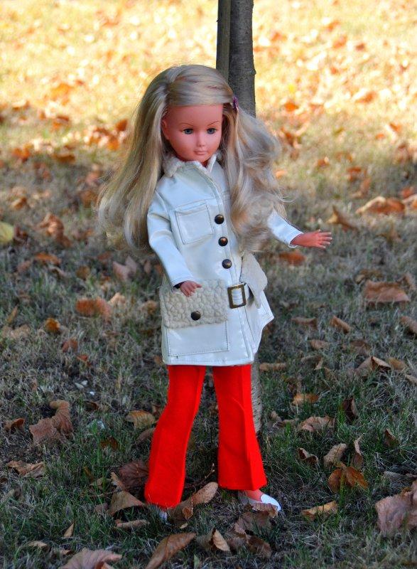 pour le début de l'automne c'est l'occasion de montrer ma nouvelle tenue pour Dolly de Géé ,  référence rafale 1920/30
