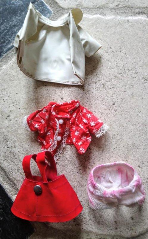retour de brocante du dimanche 16 juin  une jolie découverte une petite poupette miss Lisa de furga et je pense que les habits sont les siens
