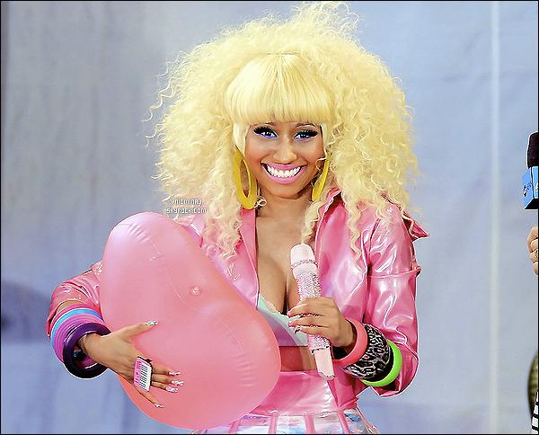05 août 2011--Nicki à donné un concert pour Good Morning America. Je la trouve très belle !