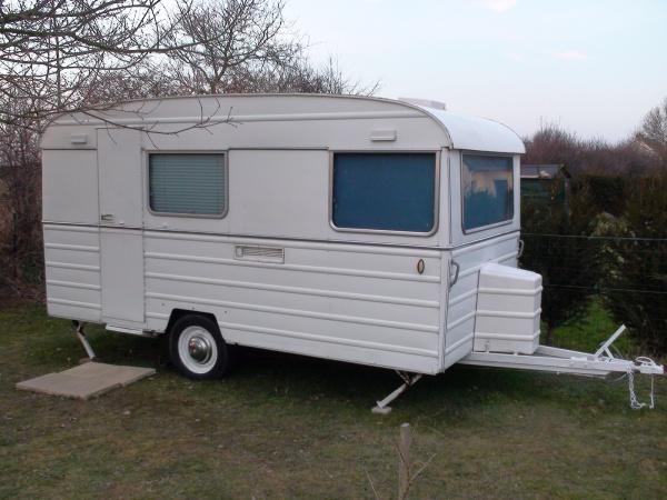 l 39 ext rieur en cours de r novation caravane tesserault. Black Bedroom Furniture Sets. Home Design Ideas