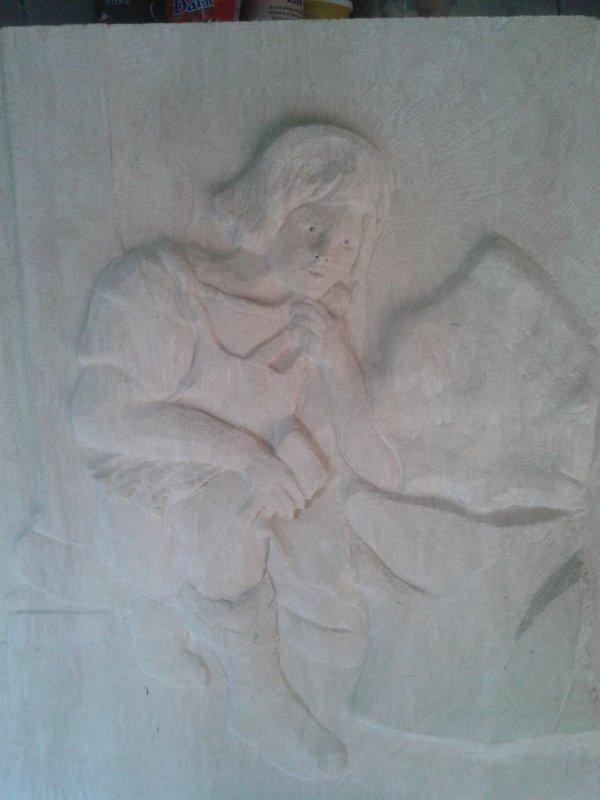 Tailleur de pierre cherchant l'inspiration, bas relief en pierre