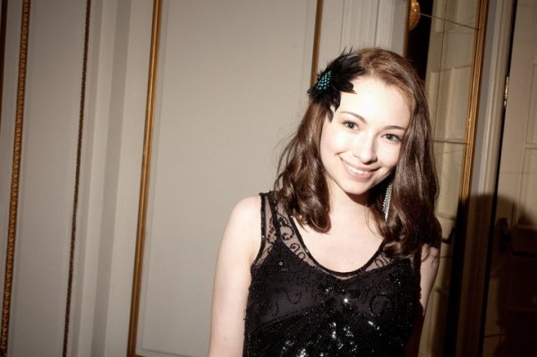 Jodelle au Leo Awards 2011. Nouvelle Coiffure..Top ou flop ? Personnellement, je ne suis pas fan du tout.