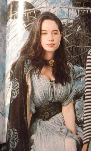 Happy Birthday Anna Popplewell ^^