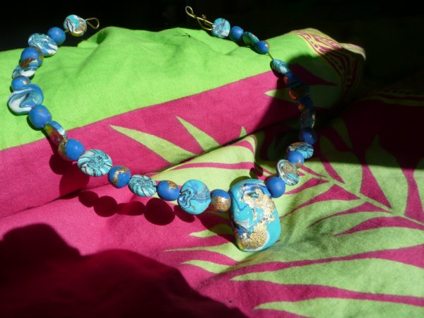 collier turquoise et feuilles d 'or