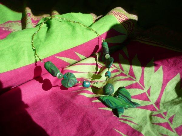 collier papillons vert