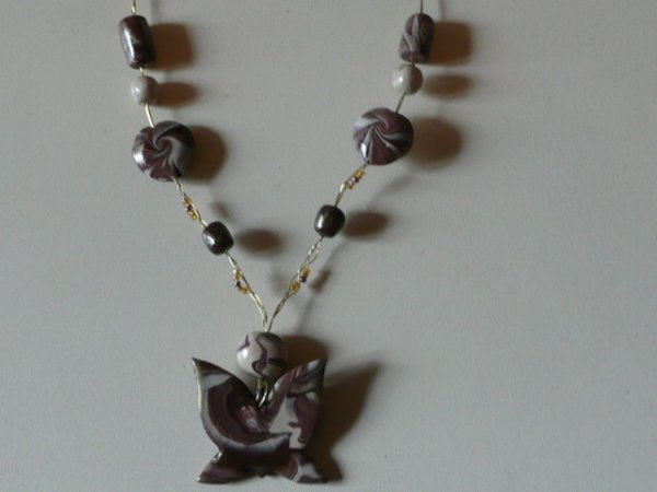 collier papillons marron
