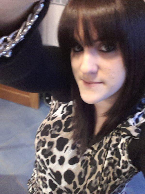 • Aurélie 23 ans de Liège •