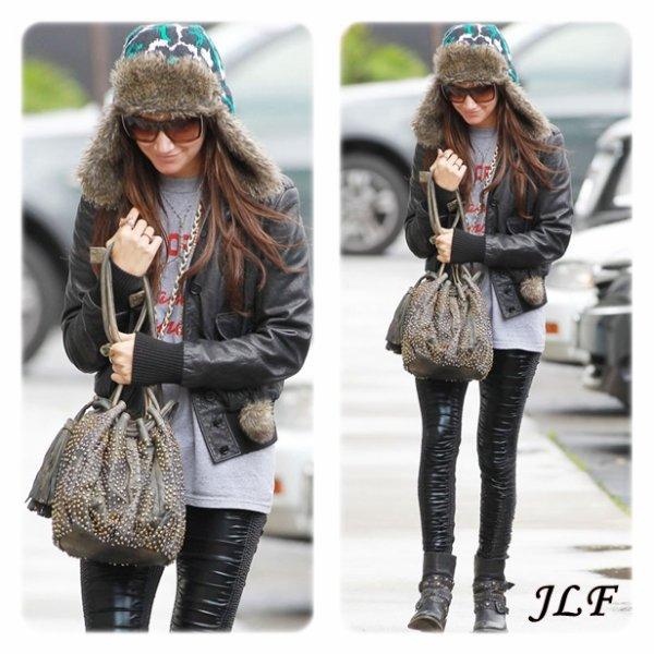 Ashley Tisdale le 22 décembre 2010