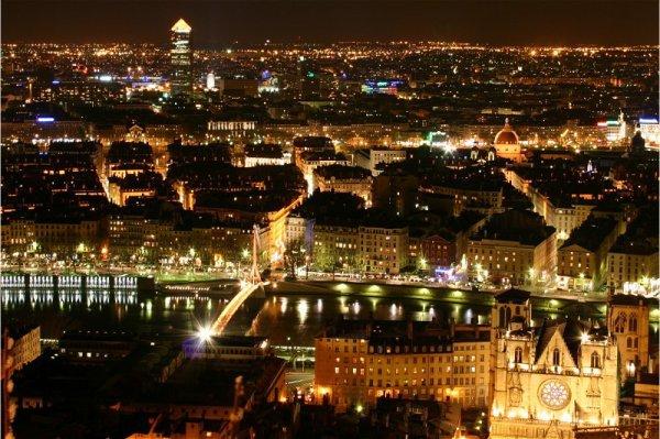 Lyon $) Une ville Magnifique $)