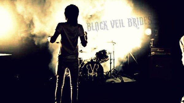 Sombrer dans la colère, de fontaines formant déversements de tonnerre. ✞
